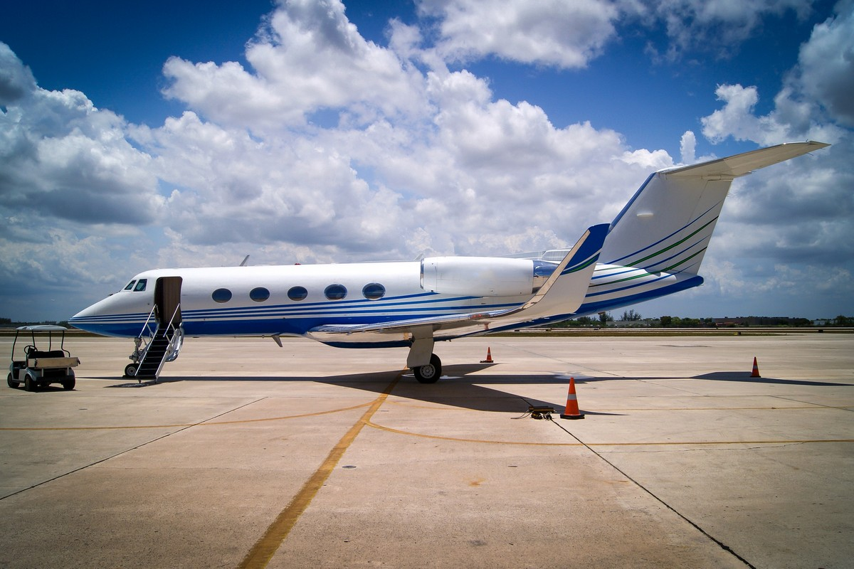 5 Super Midsize Jets for Popular On-Demand Private Jet Transcontinental Routes
